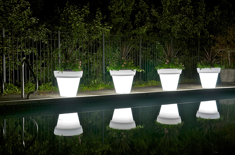Translucent Glowing Pots and Planters – Vazon by Rolotuxe