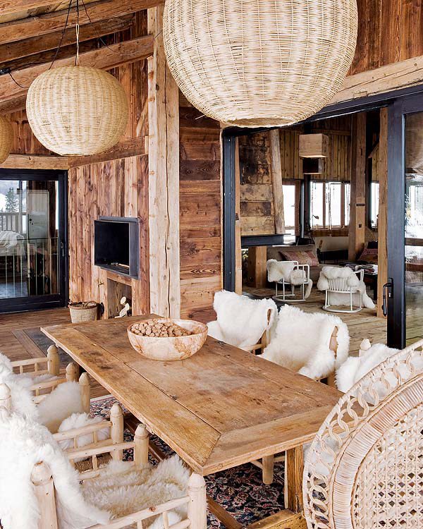 Traditional alps chalet with a colorful interior digsdigs for Moderner chalet stil
