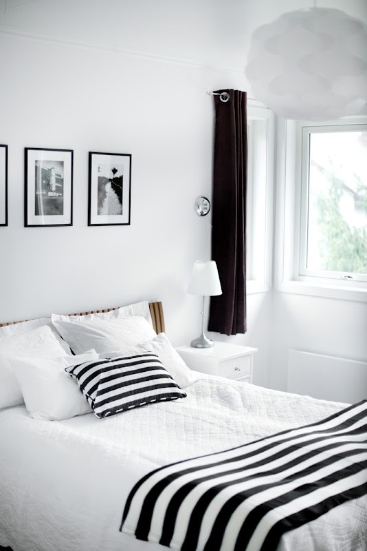 19 traditional black and white bedroom that inspire digsdigs for Black and white bedroom ideas for small rooms