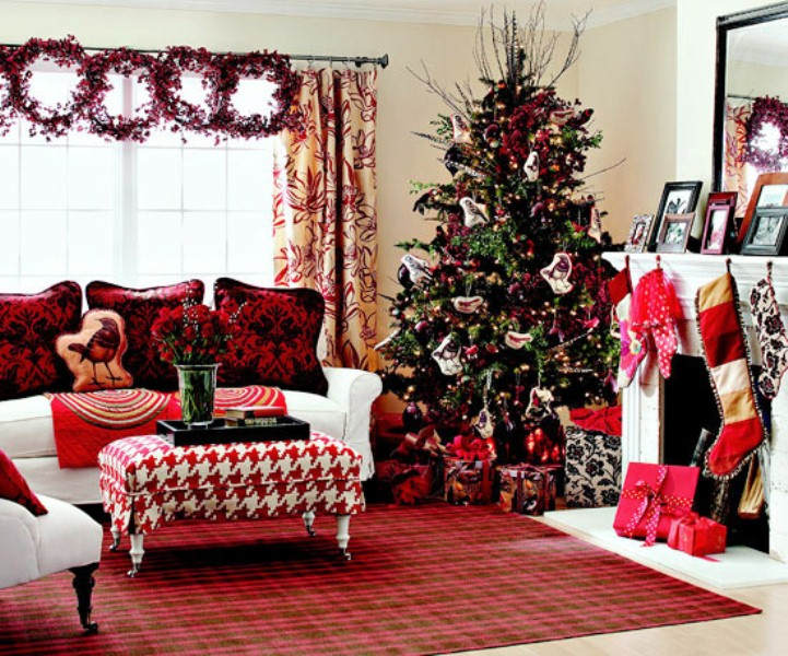 40 traditional christmas decorations digsdigs for Christmas living room ideas