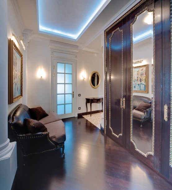 Traditional Interior Design With Creme Scheme And Dark Furniture