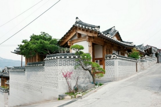 Traditions And Modernity Combined Together In A Cool Korean House