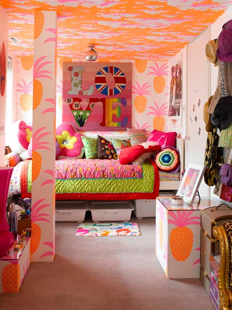33 wonderful girls room design ideas digsdigs for Bright bedroom wallpaper
