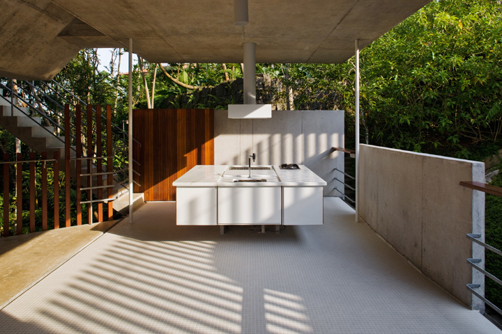 Picture Of tropical house design  0
