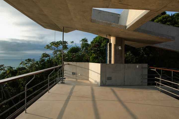 Picture Of tropical house design  3