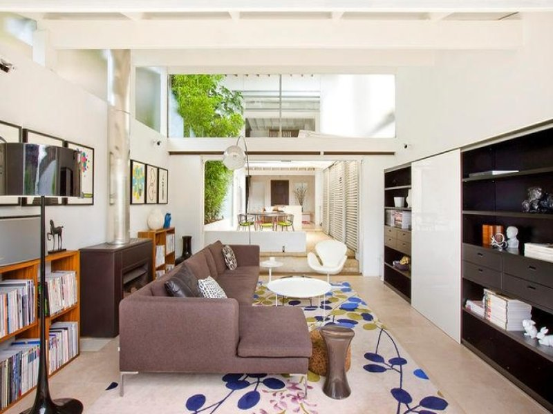 Light and airy tropical house without indoors outdoors for Tropical interior designs
