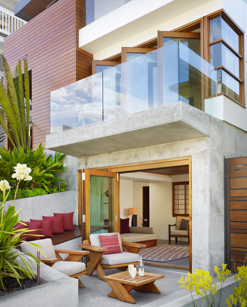 Tropical House On A Very Small Lot With A Garden