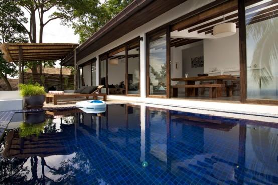 A Tropic Villa With Local Color