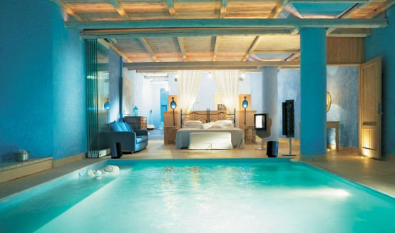 Truly Amazing Bedroom With A Pool