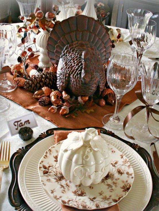 Cool Turkey Decorations For Your Thanksgiving Table