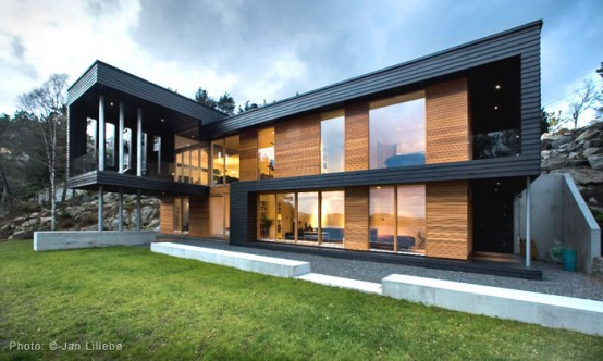 Twofold House In Black Stained Wood With Natural Wood Between The Window Partitions 1 554x