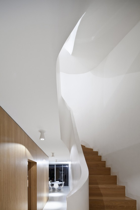 Ultra Minimalist And Highly Efficient French House