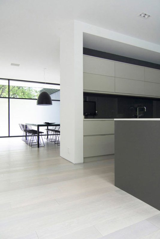 Ultra Minimalist Faminly Home In Black And White