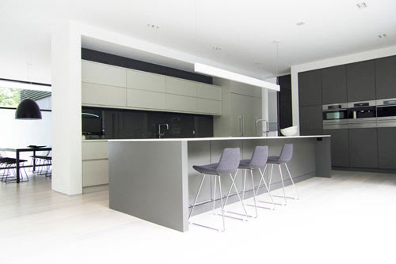 Ultra minimalist family home in black and white digsdigs for Ultra modern italian kitchen design