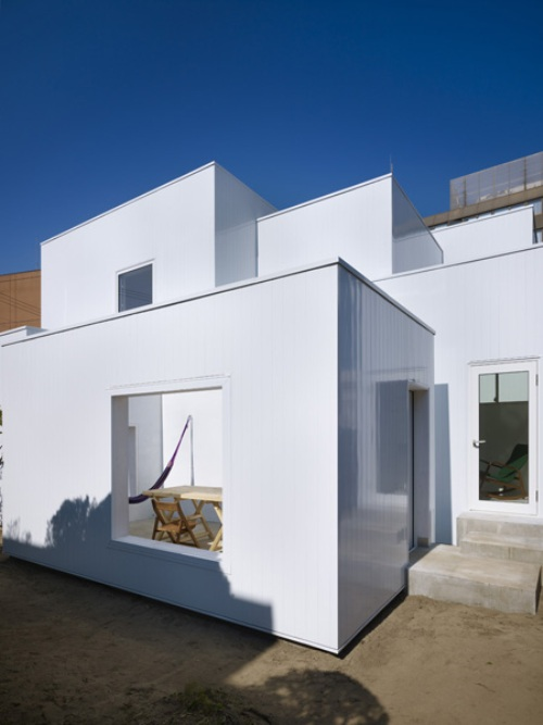Ultra Minimalist House Made Of Boxes