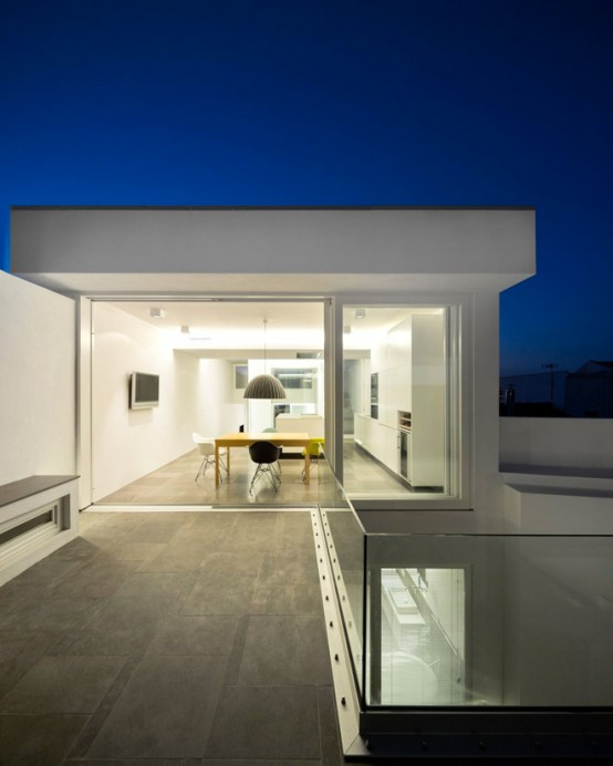 Ultra minimalist house with 39 living behind the walls for Ultra minimalist house