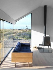 Ultra Minimalist Vacation Home With Dark Blue Touches