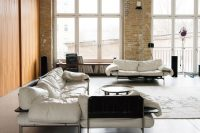 uncluttered-artists-loft-in-neutral-colors-1
