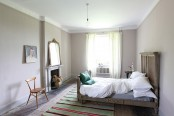 unique-british-home-in-a-mix-of-styles-and-colors-15