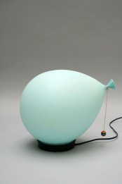 a turquoise balloon-shaped table lamp for a touch of color and fun in your space