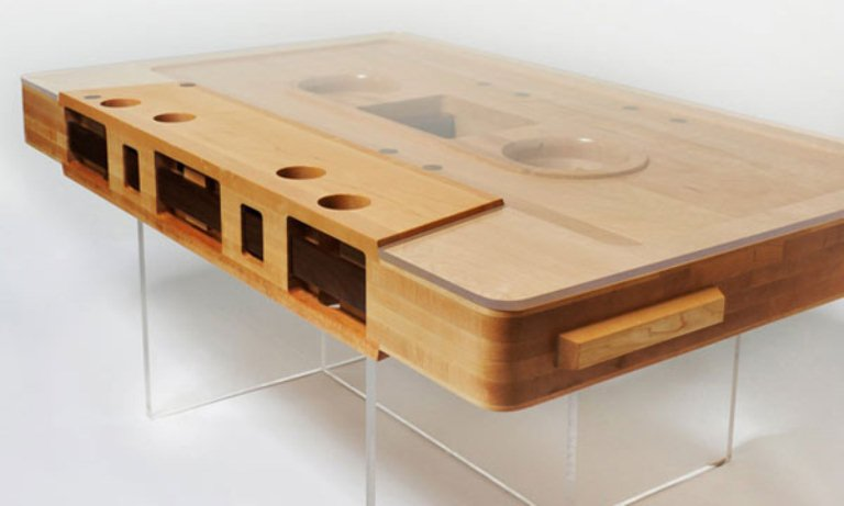 Unique mixtape coffee table for those who like to be for Table basse retro design