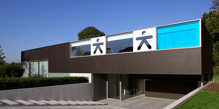 Extravagant ultra modern house lofthouse by luc binst for Extravagant house plans