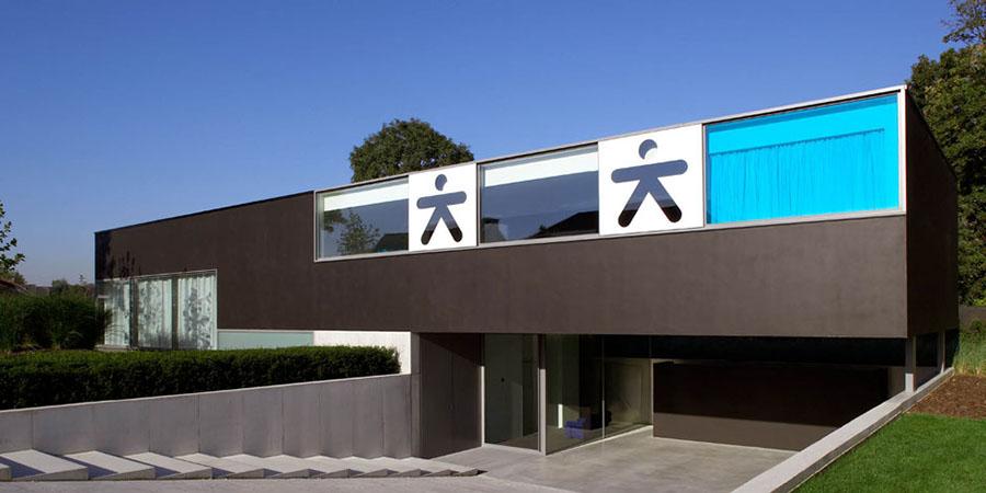 Extravagant ultra modern house lofthouse by luc binst for Ultra modern villa designs