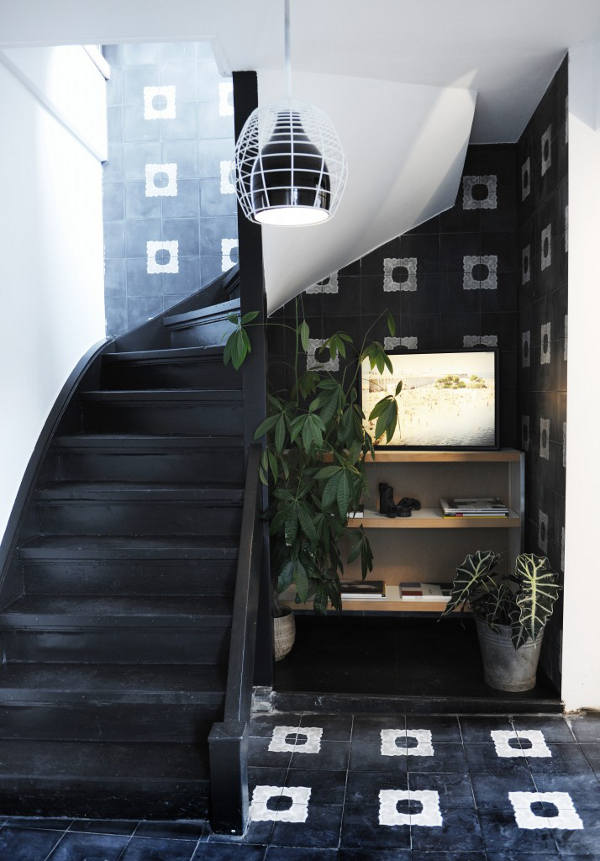The polished black wooden stairs looks very eye-catching