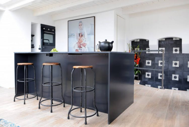 The black kitchen is a gorgeous contrasting space