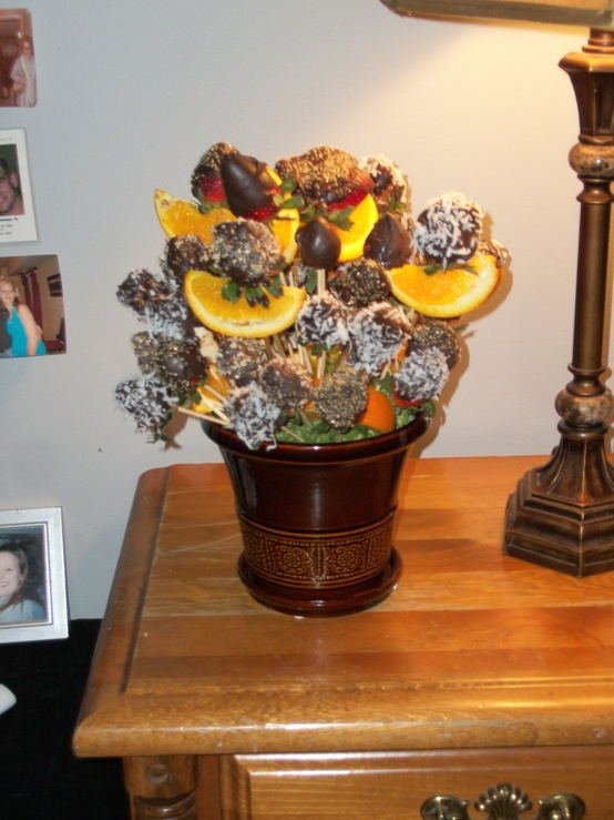 26 Valentine S Day D Cor Ideas With Flowers Fruit And Berries Digsdigs