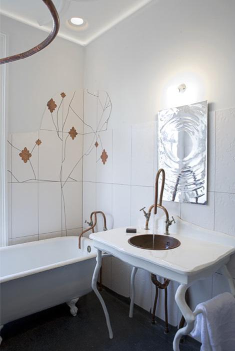 Superb Vintage And Sculptural Bathroom Design