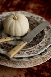 beautiful floral plates and saucepans, a white pumpkin and vintage cutlery for a refined vintage tablescape
