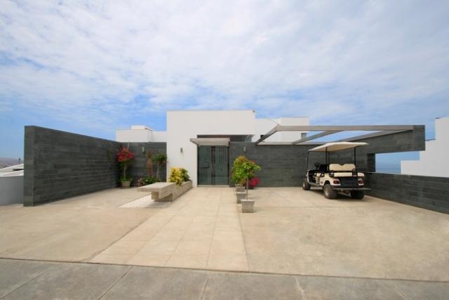 Visual Masterpiece With Ocean Views: Alvarez Beach House