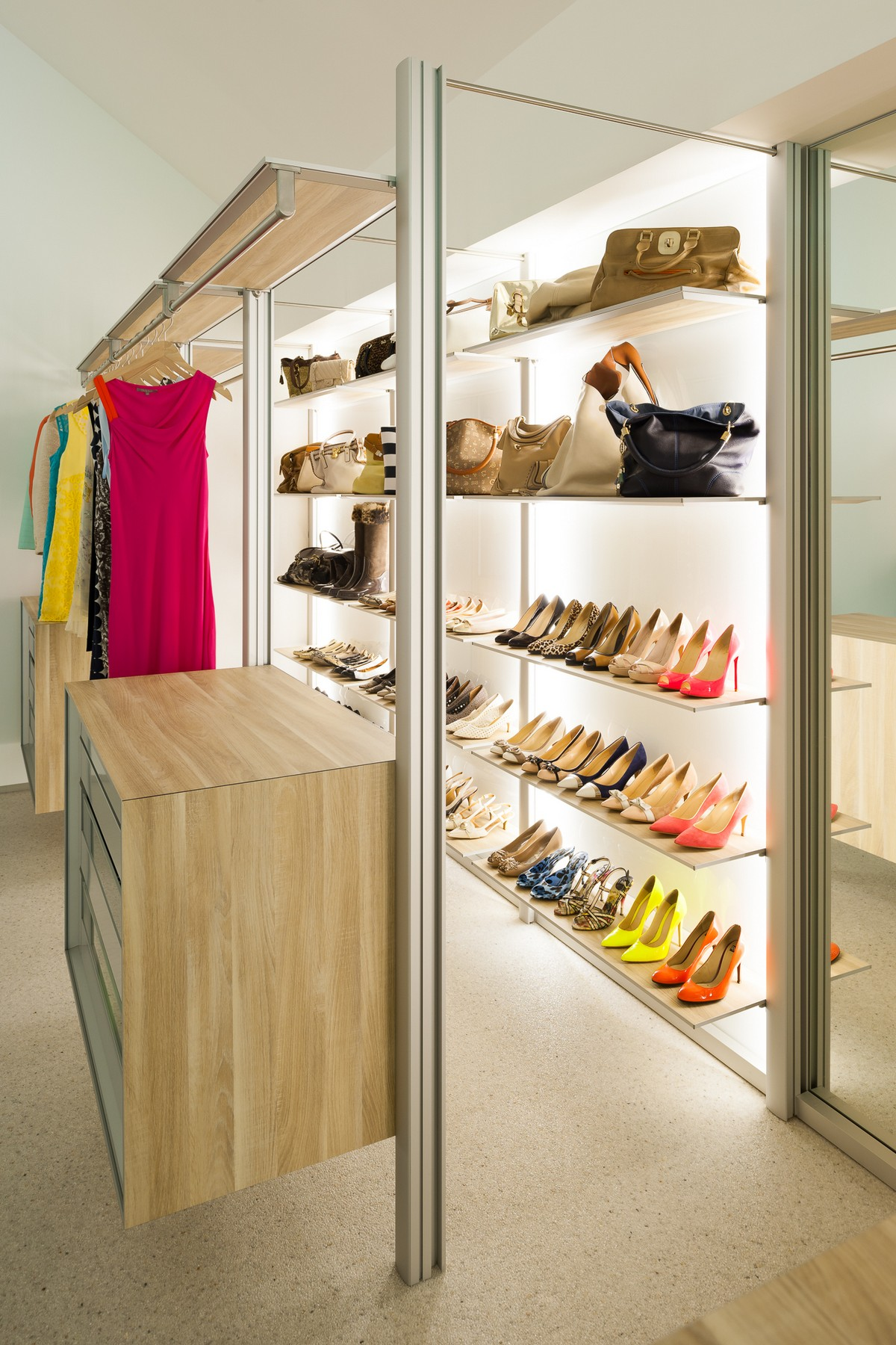 Walk In Dresswall Closet To Make Dresseing A Pleasure