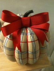 Warm And Cozy Plaid Decor Ideas For Thanksgiving