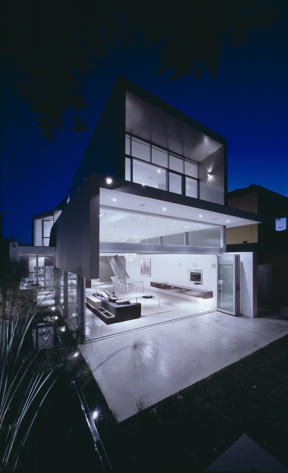 Modern minimalist beach house wave house by tony owen for Beach house design contemporary