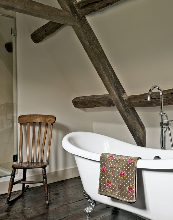 Picture Of ways to incorporate wooden beams into bathroom designs  13
