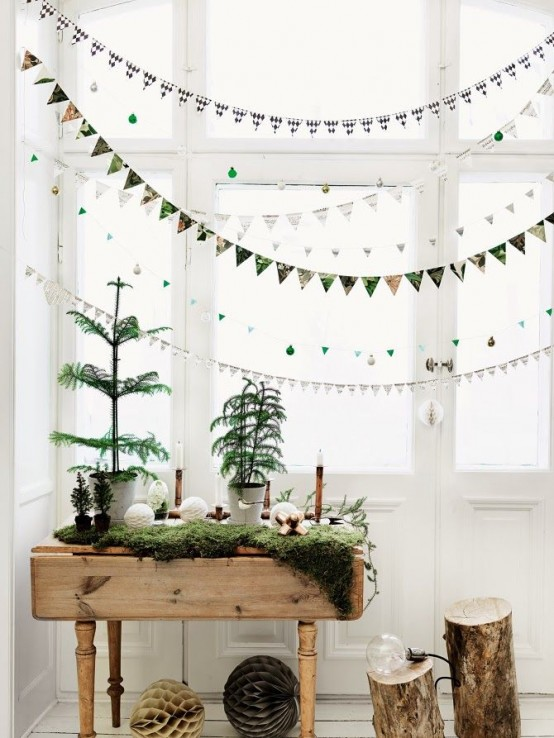 moss and Christmas trees, tree stumps as side tables are amazing for natural winter decor