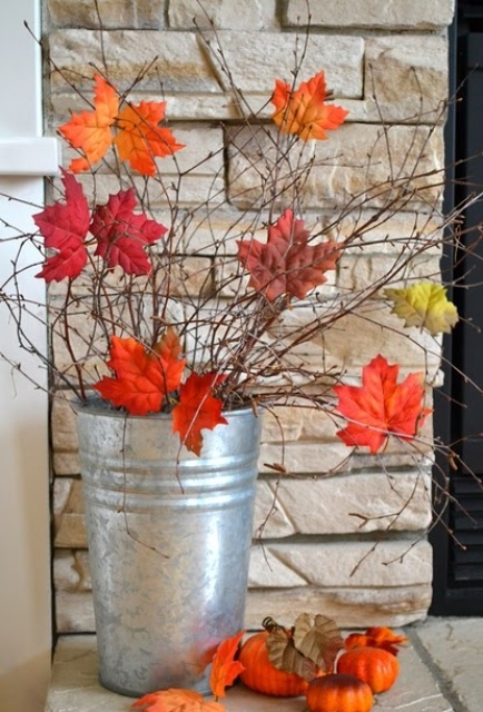 30 cool ways to use autumn leaves for fall home décor digsdigs