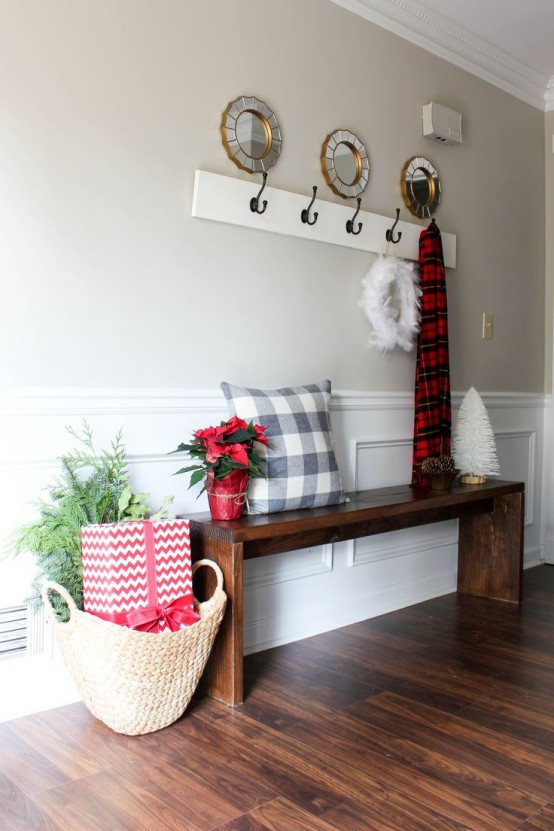 23 Welcoming And Cozy Christmas Entryway Décor Ideas ...