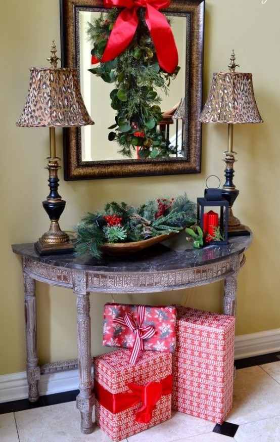 Welcoming And Cozy Christmas Entryway Decor Ideas