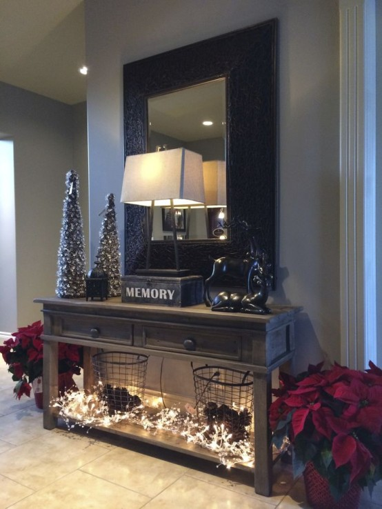 23 welcoming and cozy christmas entryway d cor ideas for Christmas hall decorations