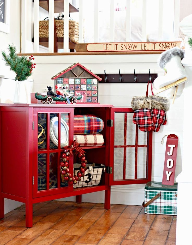 Picture Of Welcoming And Cozy Christmas Entryway Decor Ideas