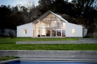 white-barn-like-house-with-modenr-features-1