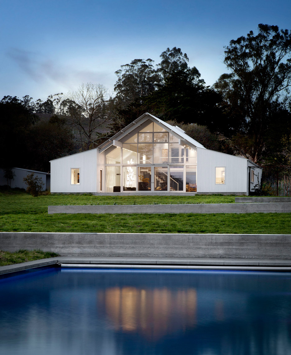 Picture Of white barn like house with modenr features  1