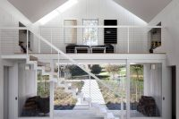 white-barn-like-house-with-modenr-features-5
