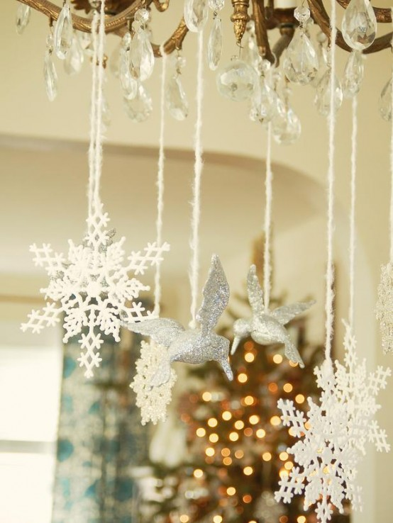 17 white and silver christmas decorations creating a snow fairytale digsdigs. Black Bedroom Furniture Sets. Home Design Ideas