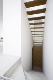 White Cube House On A Long And Narrow Lot