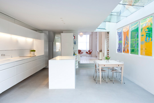 Gallery-Like Almost Completely White Living Space – Vitt Hus by Studio Octopi