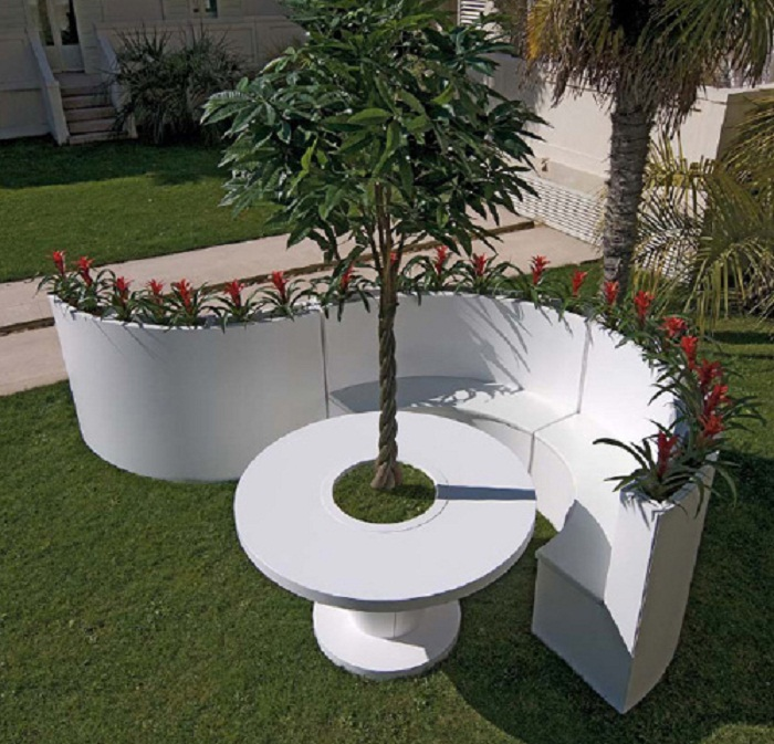 Garden furniture made with matte white lacquered aluminum - Decorations de jardin ...